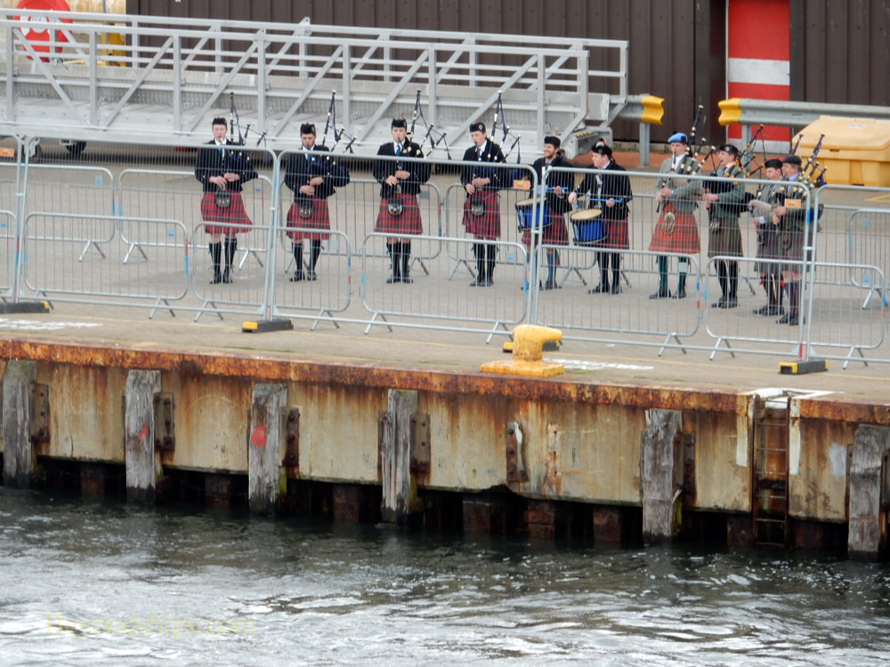 Bagpipers at Invergordon cruise port