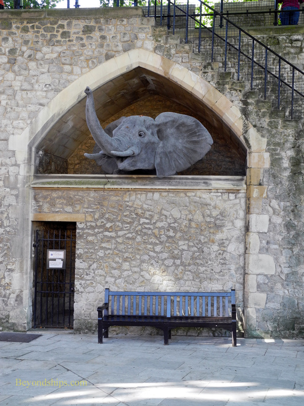 Animal statue, Tower of London