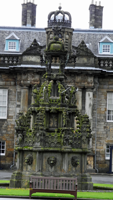 Picture Holyroodhouse fountain