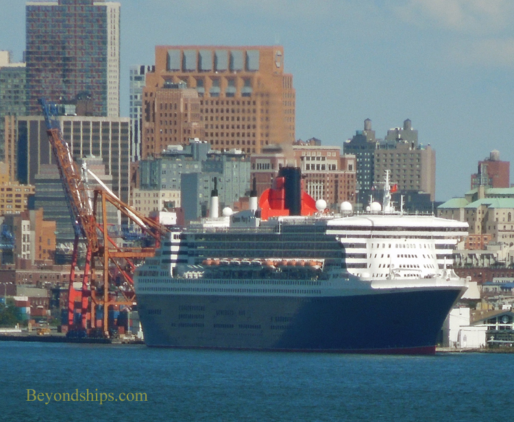 Queen Mary 2 in Brooklyn