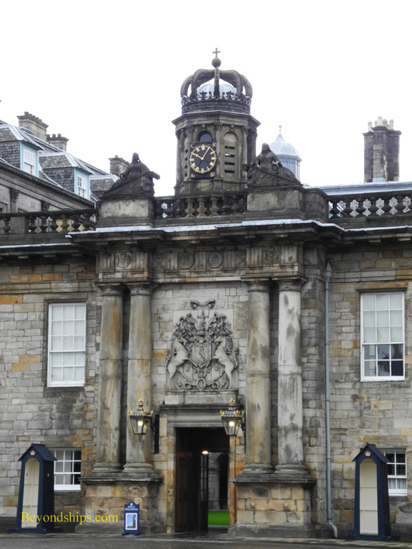Picture Holyroodhouse entrance