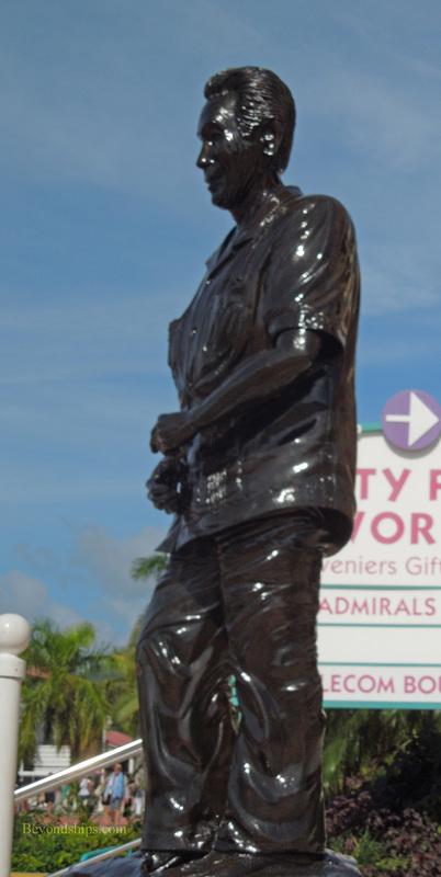 Picture statue cruise terminal St Maarten