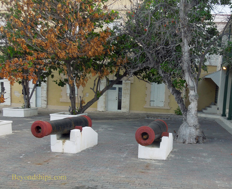 Picture Grand Turk Cockburn Town cannons