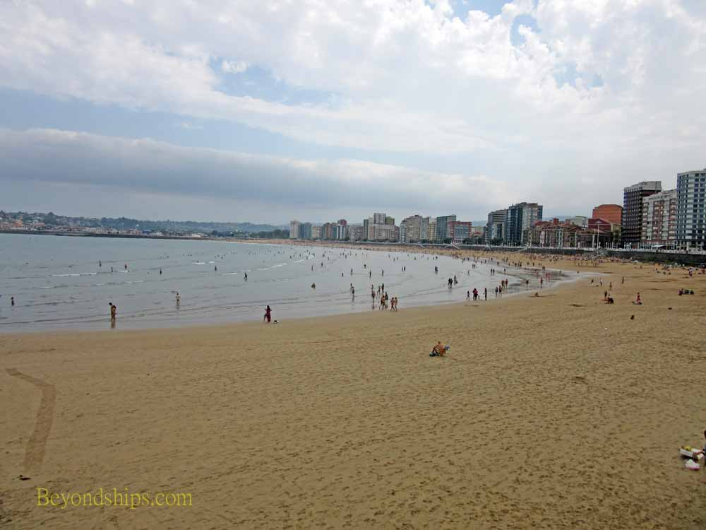 San Lorenzo Beach, Gijon Spain