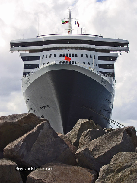 Queen Mary 2 in St Kitts
