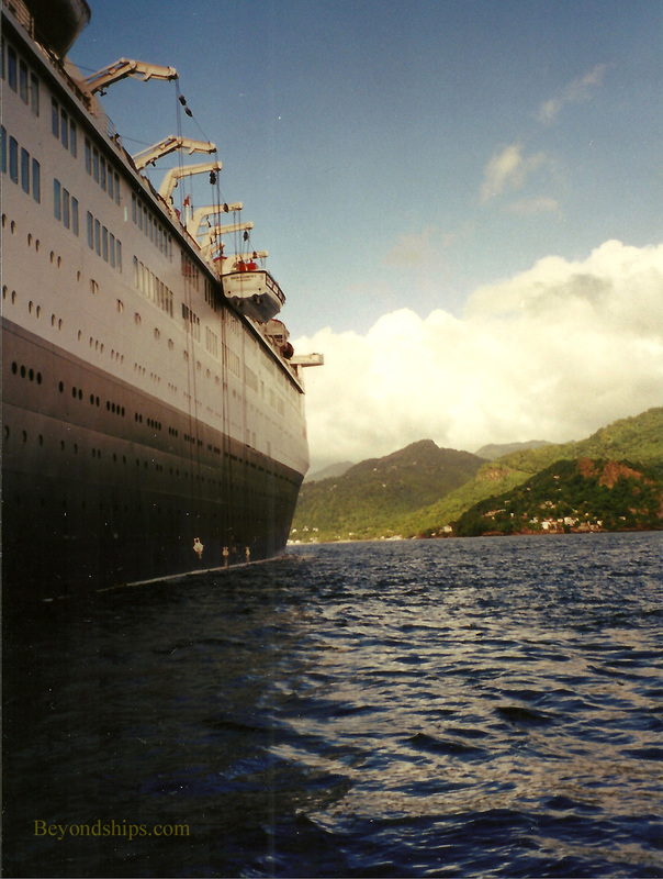 Queen Elizabeth2 tendering off of Grenada